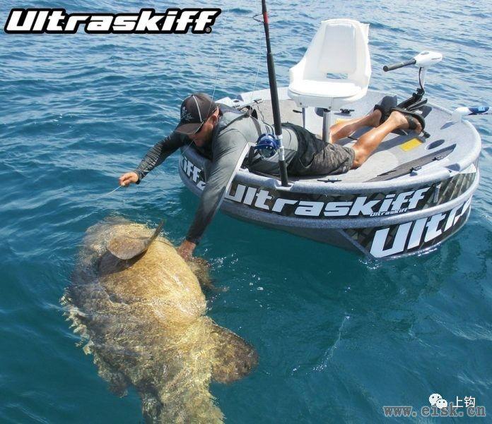用世界上最小的船,钓上世界上最凶暴的鲨鱼