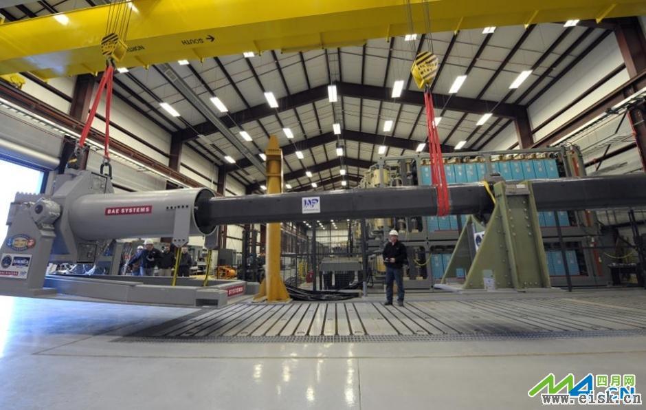 实拍英电磁炮测试炮弹打穿7层钢板