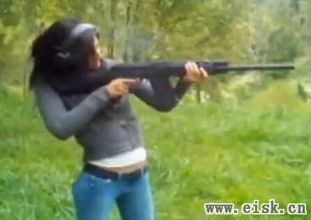 各种玩枪事故:子弹不长眼
