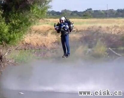 实现飞行梦想,澳大利亚一公司开发个人喷气飞行背包