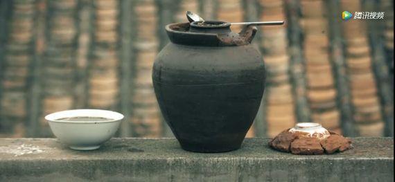 对淳朴的海岛人来说,蟛蜞汁不仅仅是一种食物,更是被保存在岁月之中的生活和记忆。