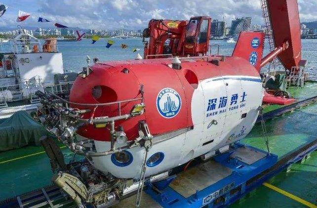 """水下4500米的世界长什么样?跟着""""深海勇士""""去潜水!"""