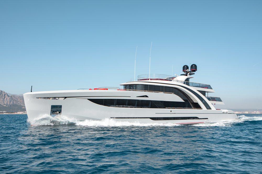 50米Euphoria超级游艇 令人倍感欢欣的海上艺术品